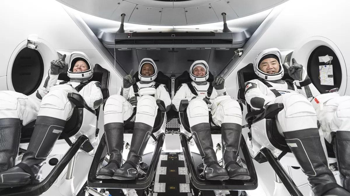 lancio spacex crew dragon astronauti-min
