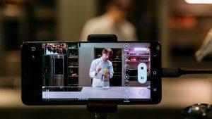 Samsung celebra l'autunno con una ricetta dello chef Davide Oldani  La video ricetta è stata ripresa in 8K con il Galaxy S20 Ultra