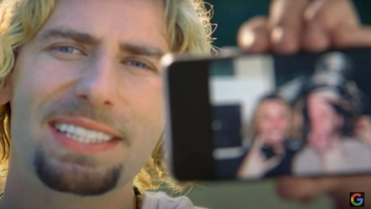 """I Nickelback in una parodia di """"Photograph"""" per promuovere Google Foto thumbnail"""