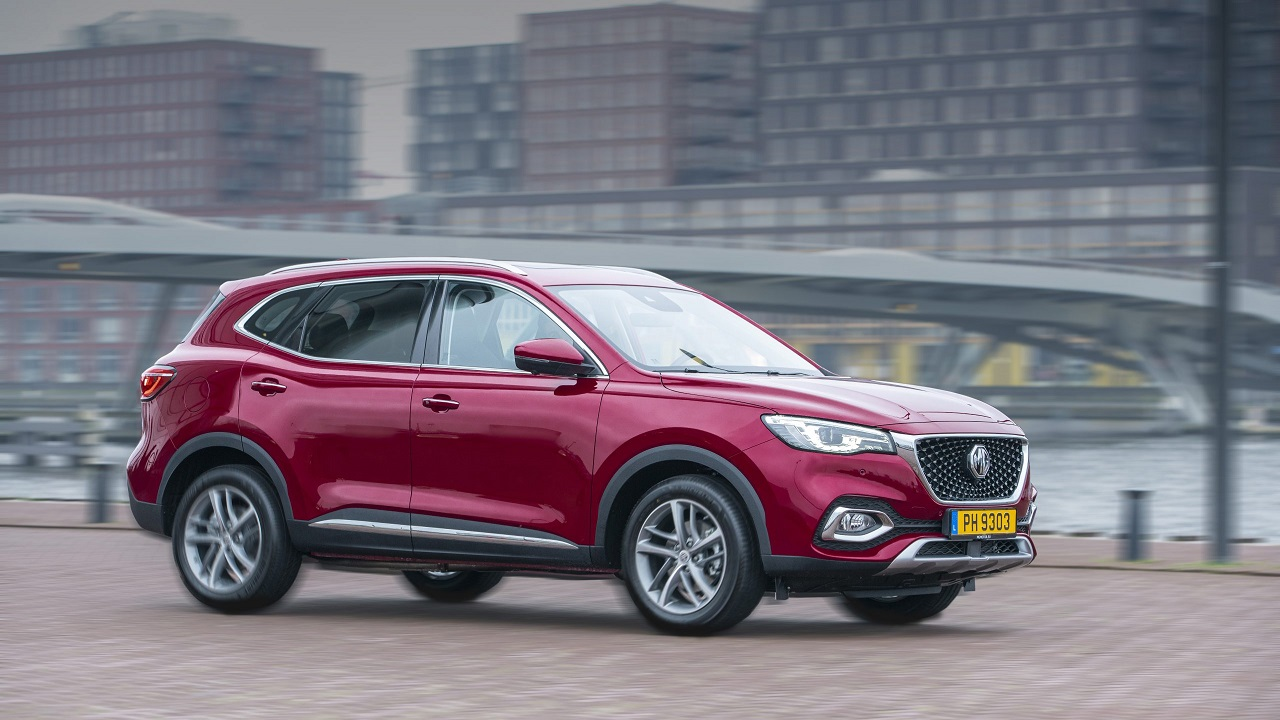 MG EHS Plug-in Hybrid: il nuovo SUV ibrido per l'Europa è ufficiale thumbnail