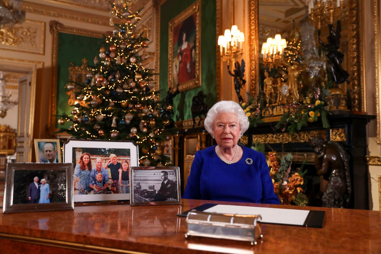 Gli auguri di Natale della Regina Elisabetta arrivano su Alexa thumbnail
