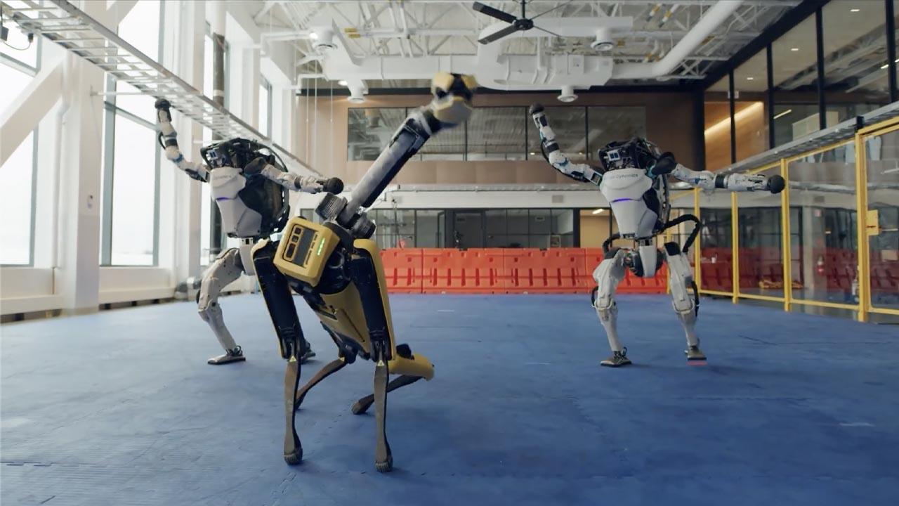 "I robot di Boston Dynamics ballano sulle note di ""Do You Love Me?"" thumbnail"
