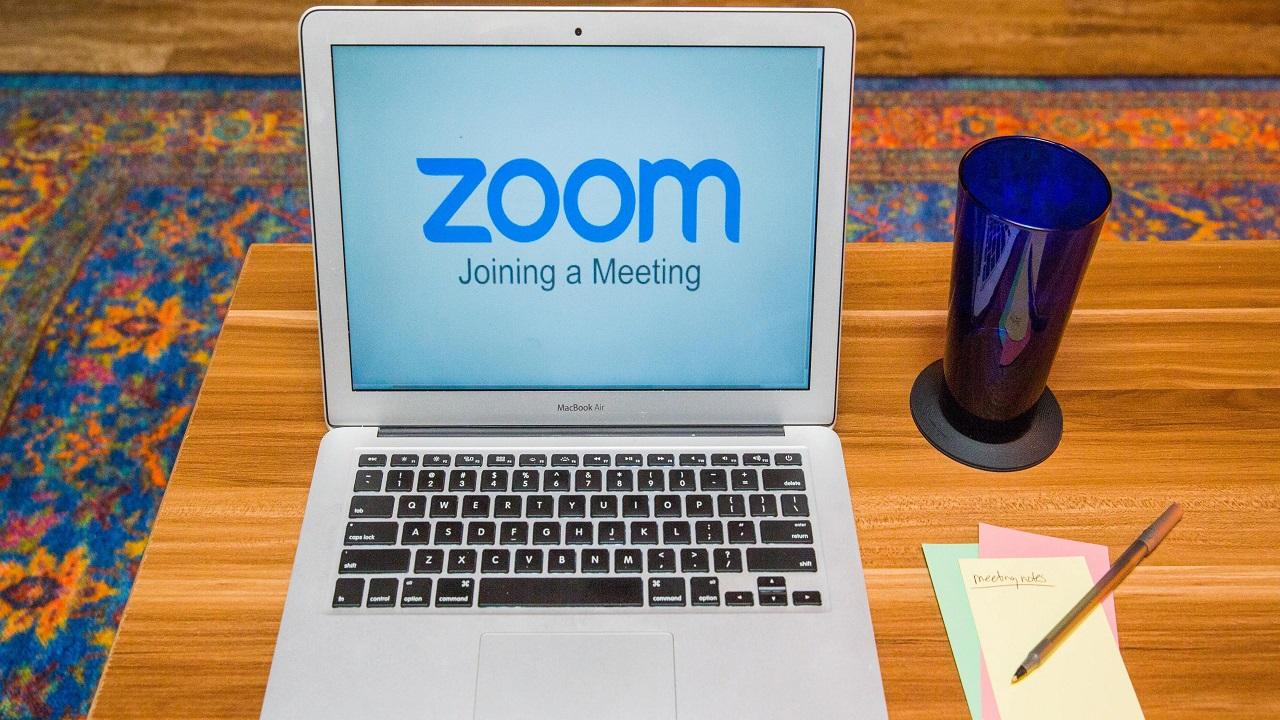 Zoom offre chiamate gratuite per tutte le festività natalizie thumbnail