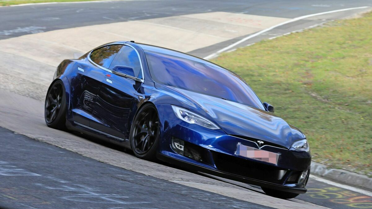 Tesla Model S Plaid sul circuito del Nurburgring