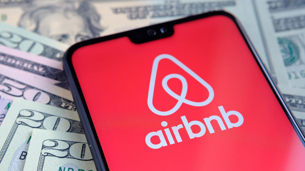 Airbnb sta bannando chiunque abbia partecipato all'attacco di Capitol Hill thumbnail