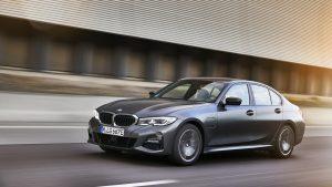 """BMW lancia due nuove ibride plug-in d'accesso, 320e e 520e  BMW 320e Plug-In e 520e Plug-In, prezzo e caratteristiche delle nuove ibride """"d'accesso"""""""