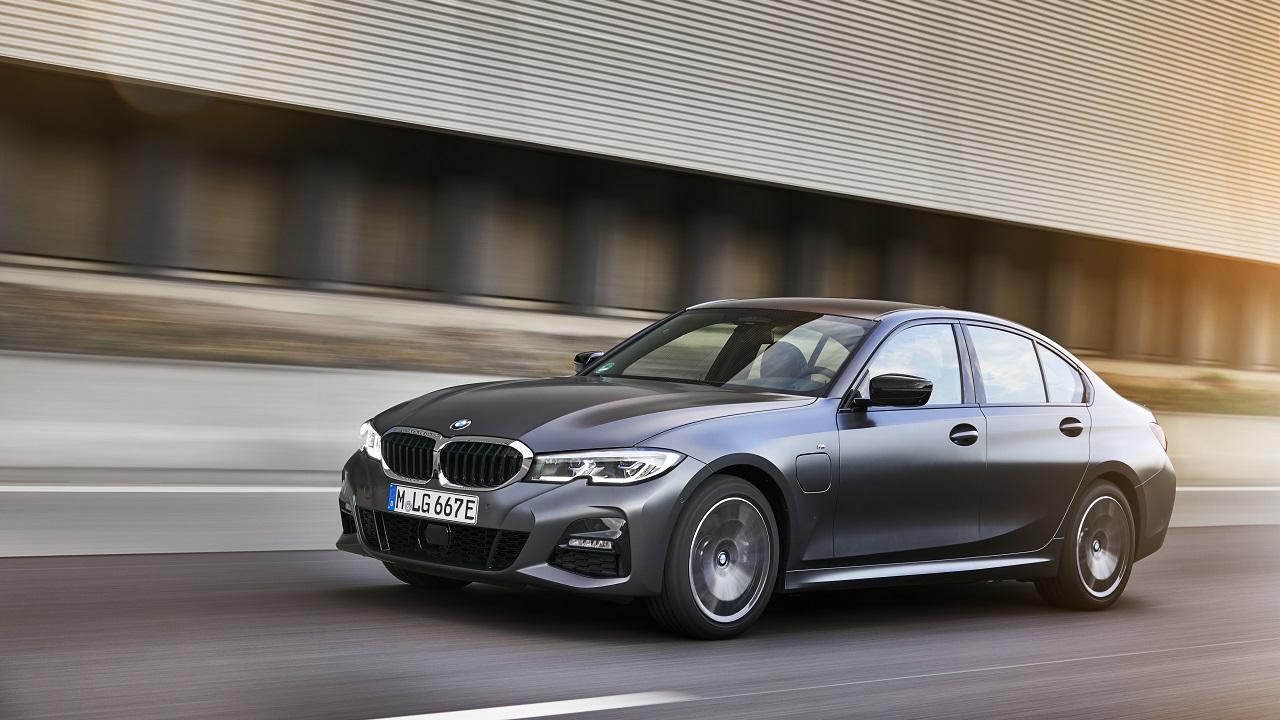 BMW lancia due nuove ibride plug-in d'accesso, 320e e 520e thumbnail