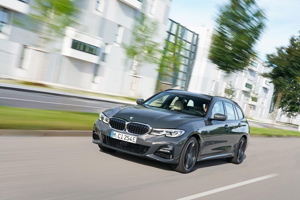 BMW 320e in versione Touring