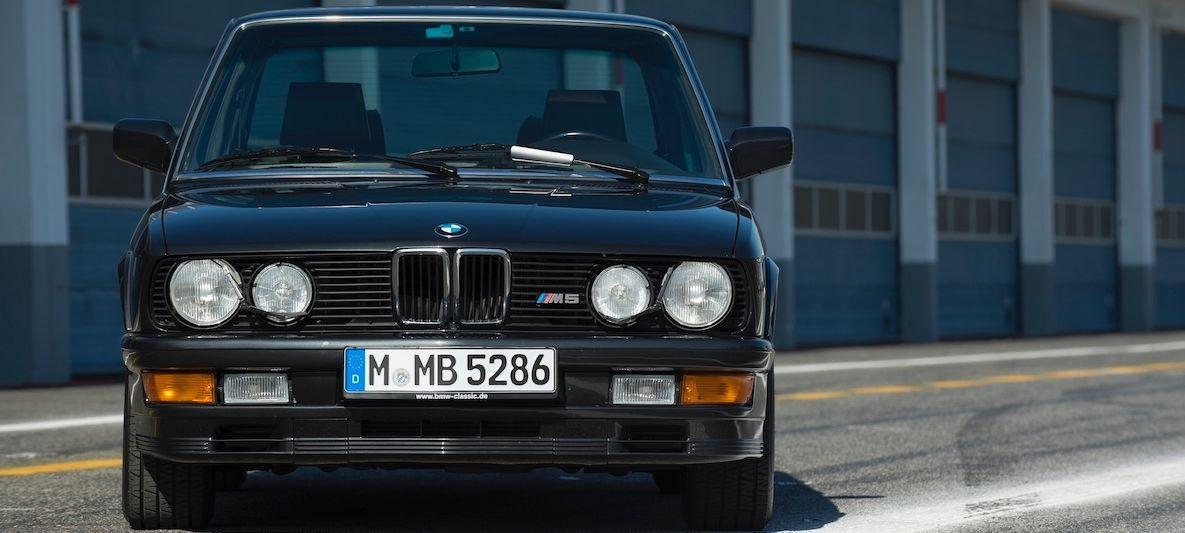 La prima BMW M5, la E38