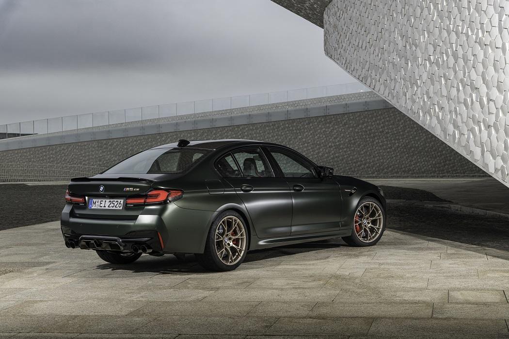 Il posteriore di BMW M5 CS
