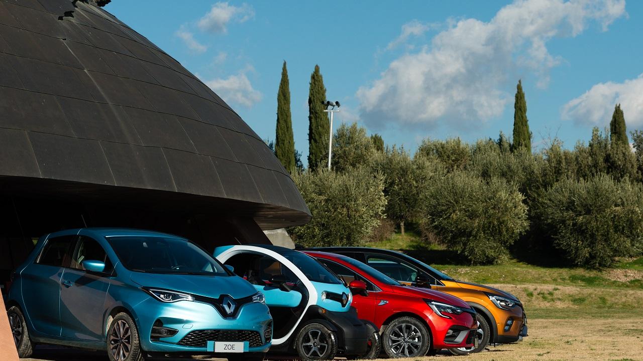 Renault E-Tech diventa una famiglia: questo il nome delle elettrificate della Losanga thumbnail