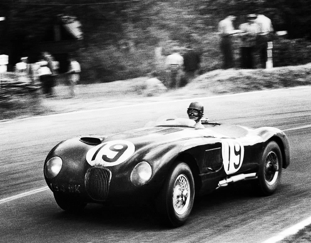 Jaguar C-Type in curva