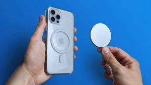 Apple avverte gli utenti di non avvicinare l'iPhone 12 al pacemaker  Apple pubblica un documento di supporto per avvertire di tenere lontano il MagSafe da pacemaker e defibrillatori