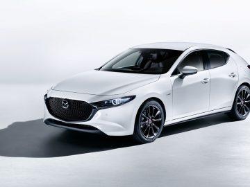 Presentazione di Mazda 3 2021, con la versione 100th Anniversary protagonista della foto