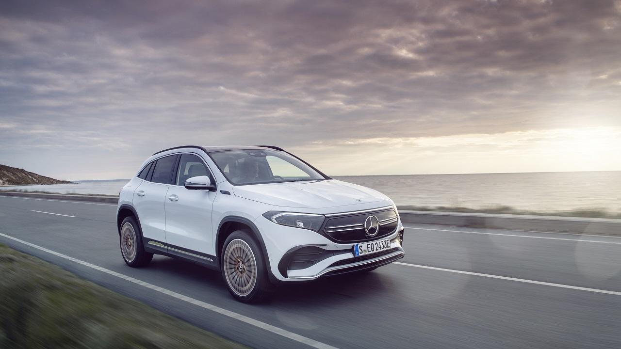 Mercedes-Benz EQA, l'elettrica più interessante della Stella thumbnail