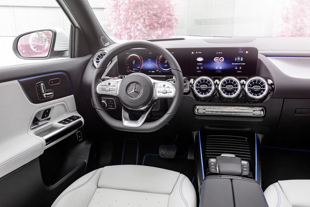 Gli interni di Mercedes EQA