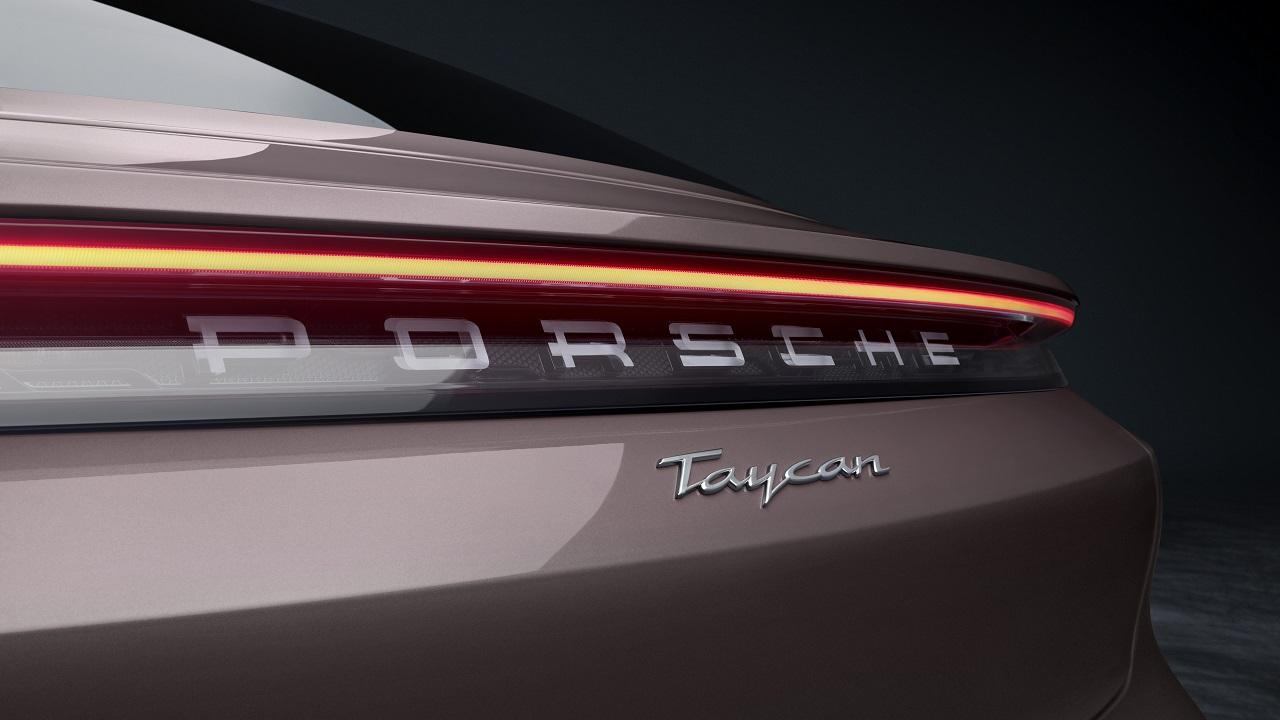 """Porsche Taycan, non chiamatela """"base"""": entry level a trazione posteriore da 86.000 euro thumbnail"""