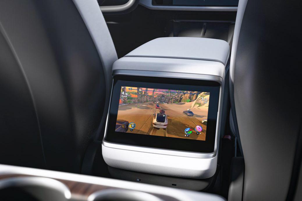 Lo schermo posteriore di Tesla Model S 2021
