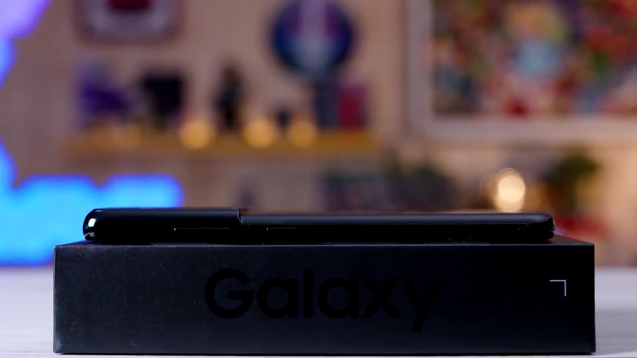 Samsung Galaxy S21 recensione design