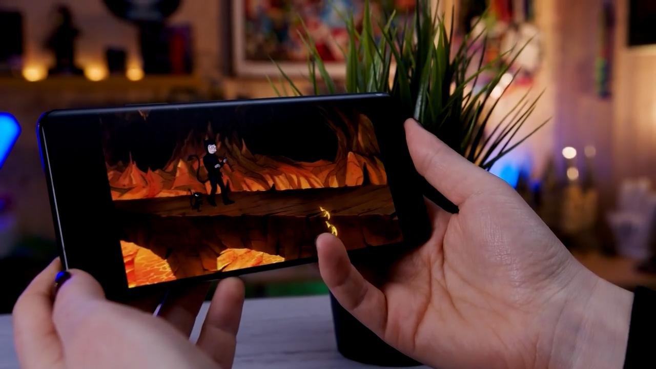 Samsung Galaxy S21 recensione display