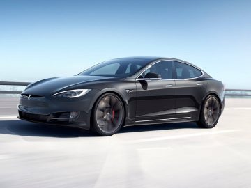 Tesla-Model-S-tech-princess