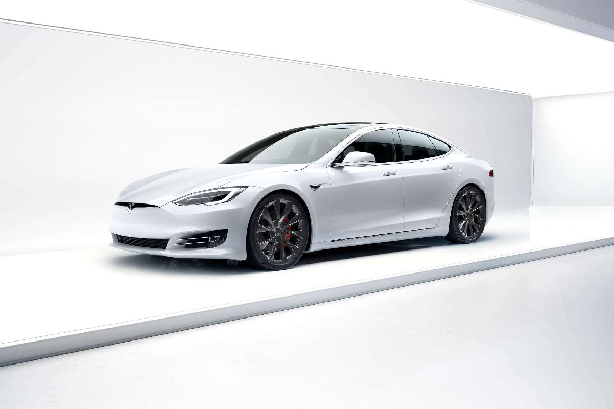 gli esterni di Tesla Model S 2021