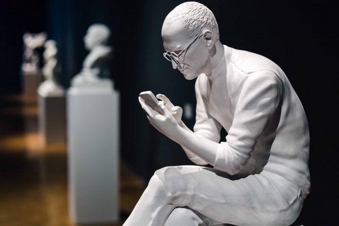 statua steve jobs resina