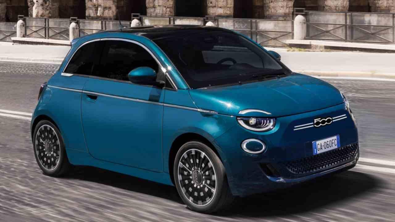 Arriva a Torino il primo car sharing dedicato alla Nuova 500 thumbnail