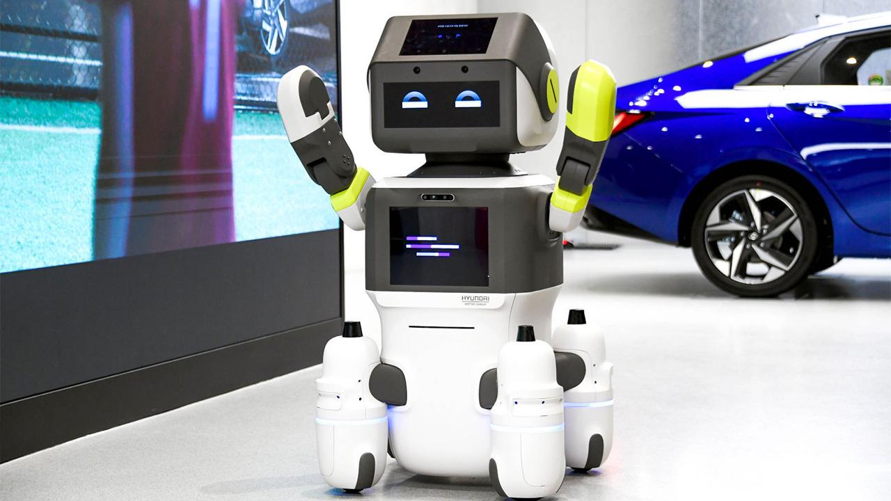 DAL-e, il robot di Hyundai che accoglie e assiste i clienti thumbnail