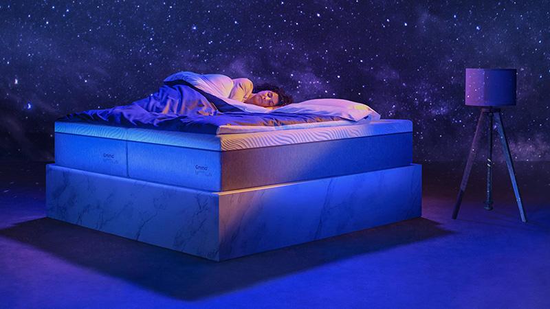 donna dorme materasso foam emma