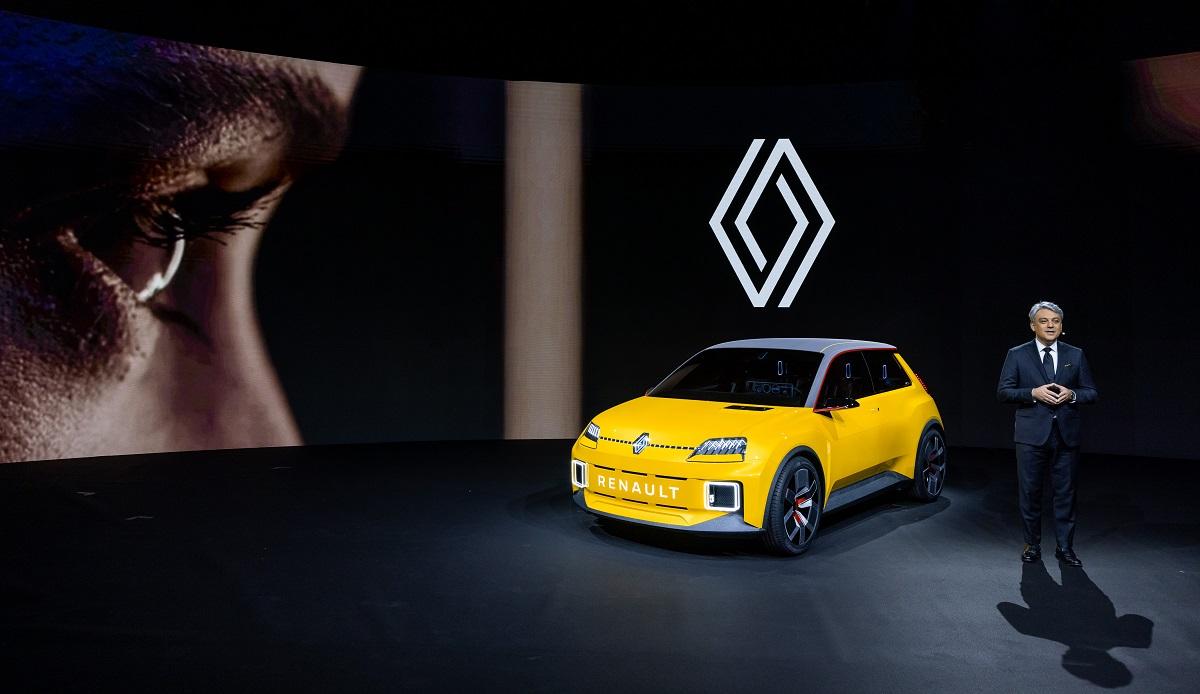 Luca De Meo durante la presentazione dei modelli Renault del 2021 e di Renaulution