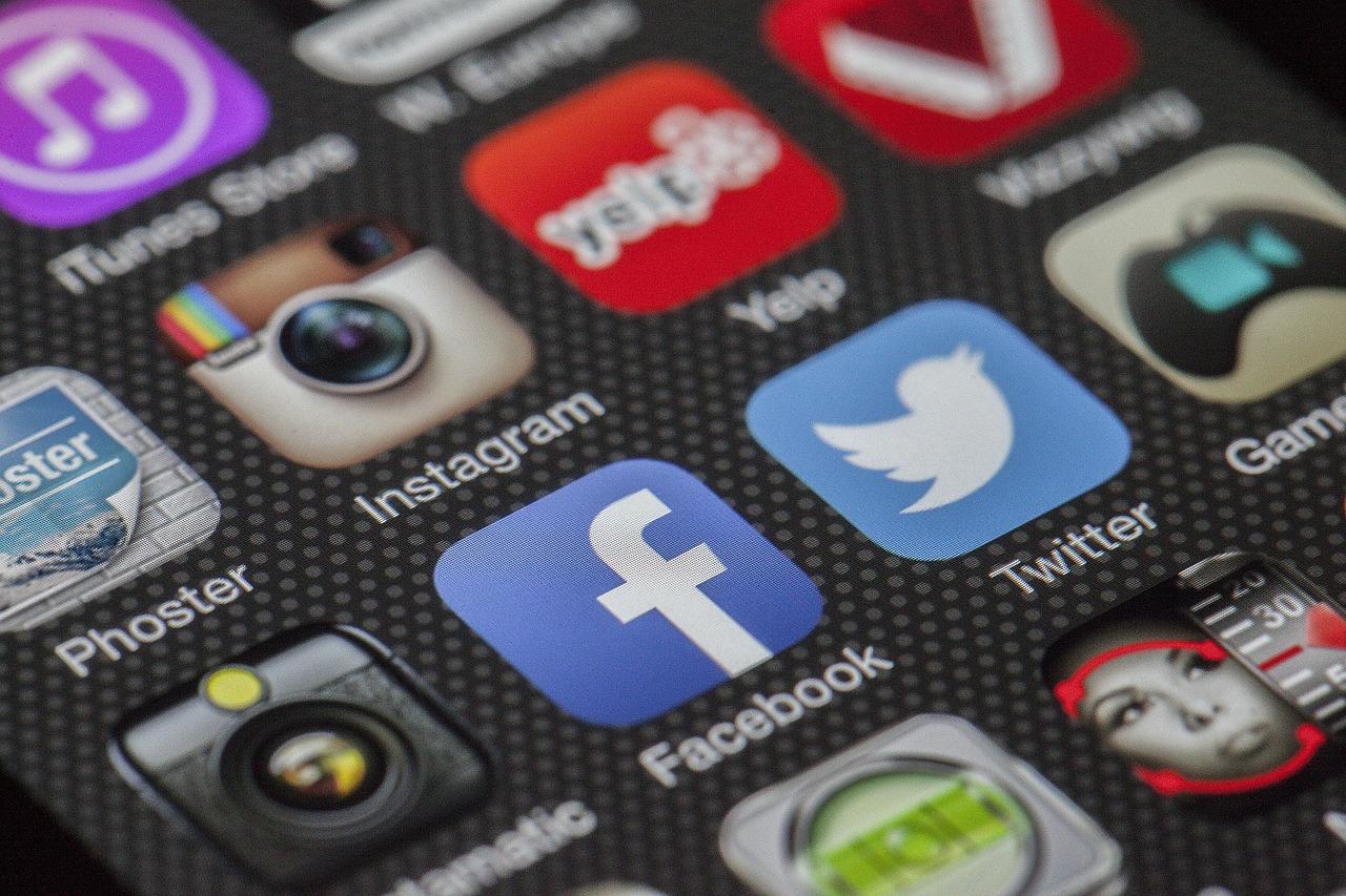 Facebook, Mark Zuckerberg riduce la quantità di contenuti politici nel news feed thumbnail