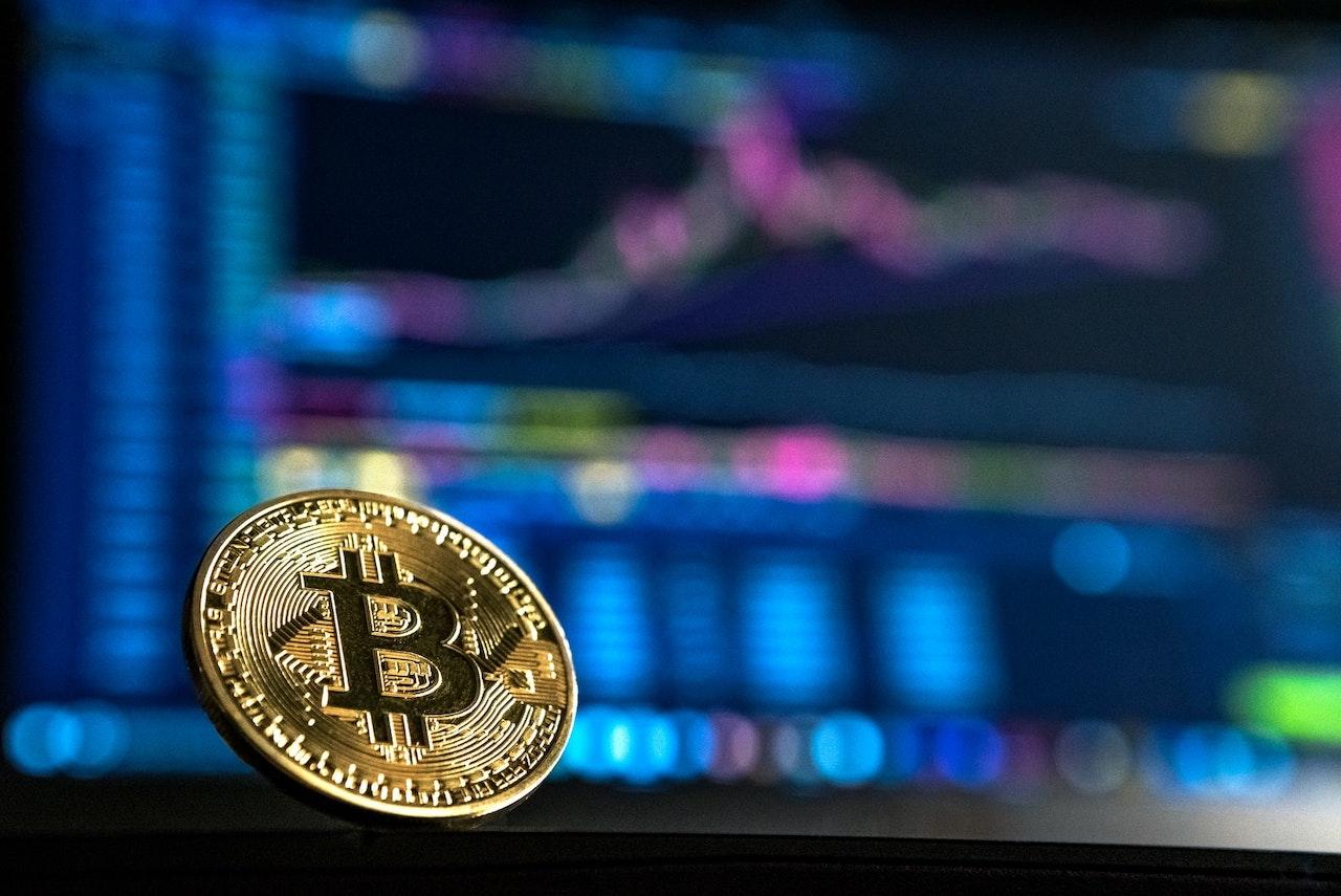 Il Bitcoin ora vale 30 mila dollari, l'incredibile crescita della criptovaluta thumbnail