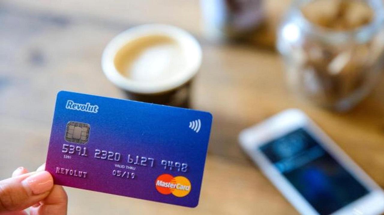 Crescono i pagamenti contactless in Italia, in calo i prelievi thumbnail