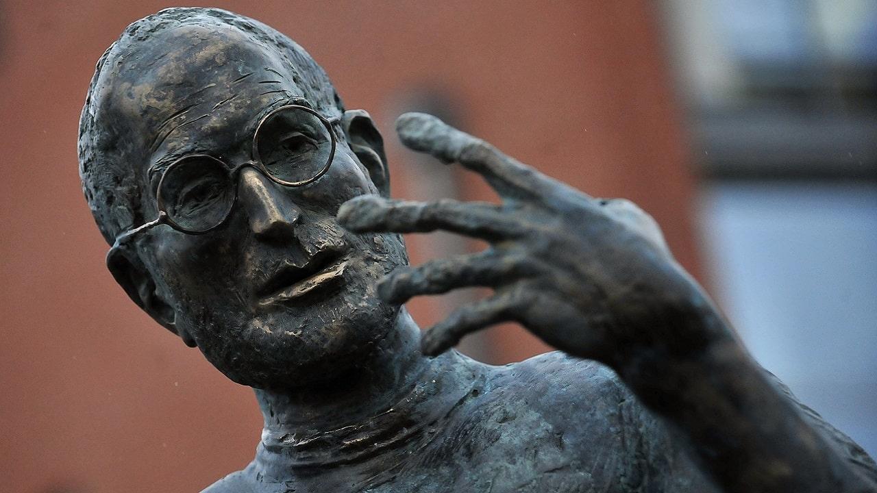 Trump vuole costruire una statua di Steve Jobs thumbnail