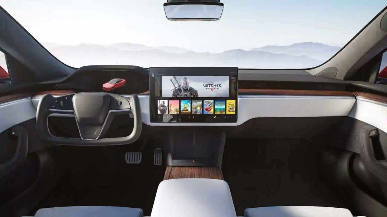 Tesla Model S 2021 interni auto
