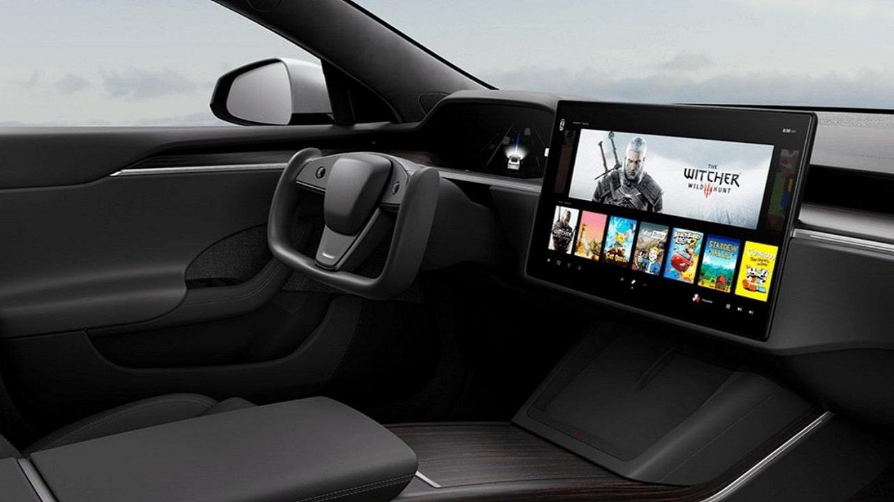 La nuova Tesla Model S è una console per videogiochi: c'è anche The Witcher 3 thumbnail