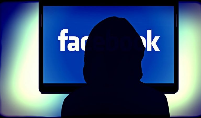 Facebook: le mani degli hacker su 35 milioni di account italiani