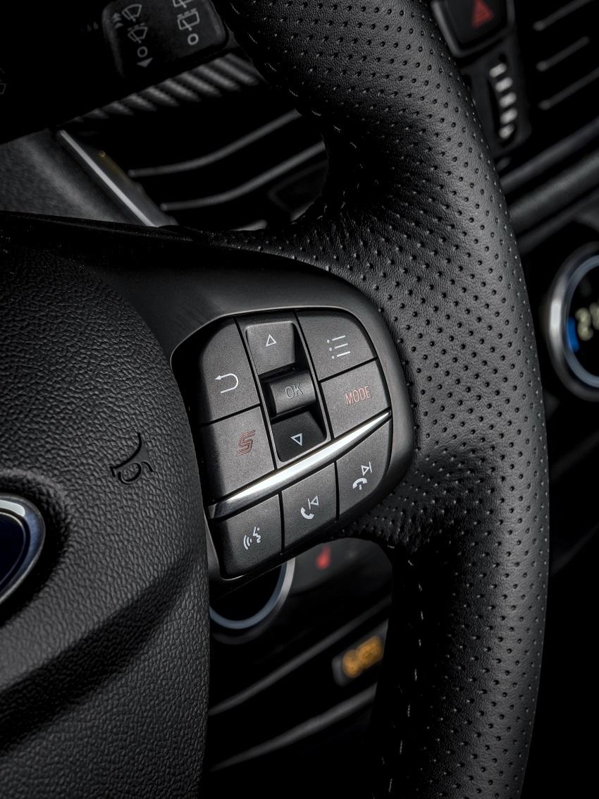 Ford Puma ST 2021 comandi al volante