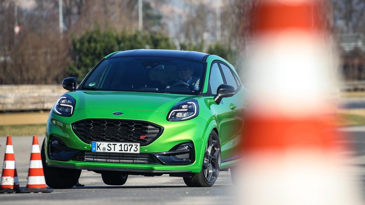Ford Puma ST 2021 slalom verde