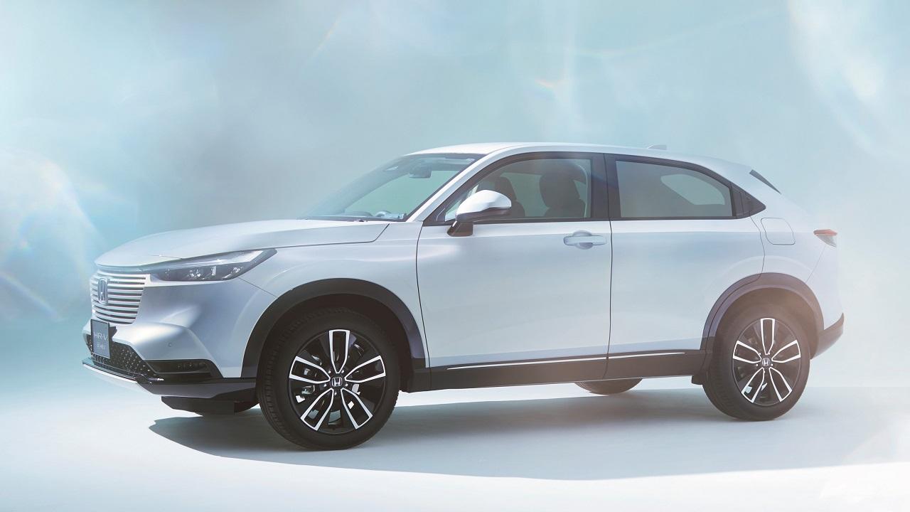 Honda HR-V e:HEV, il SUV compatto giapponese è elegante, spazioso e ibrido thumbnail