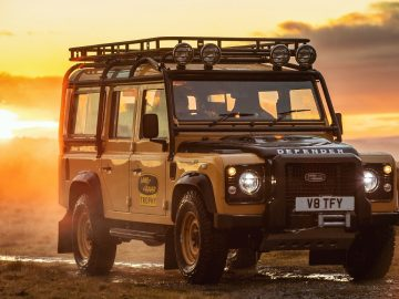 Land Rover Defender Works V8 Trophy