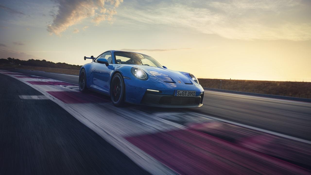 Porsche 911 GT3 è ancora aspirata: 510 CV, 9.000 giri e cambio manuale per la supercar tedesca thumbnail