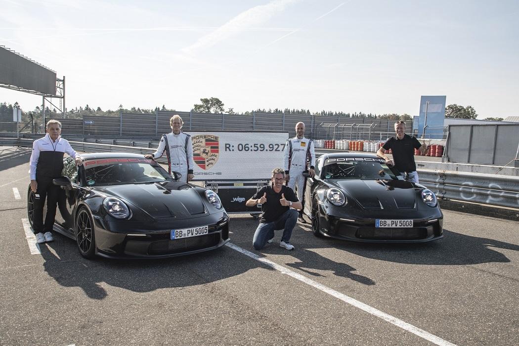 Record al Nurburgring di Porsche 911 GT3 2021