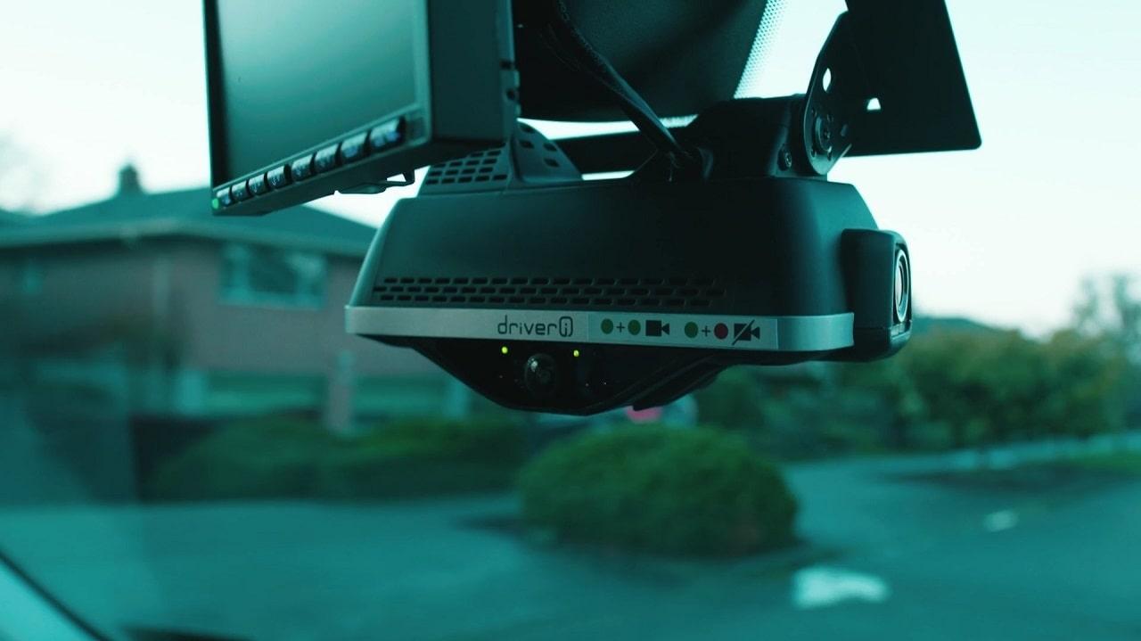 Amazon vuole installare telecamere smart sui furgoni per le consegne thumbnail