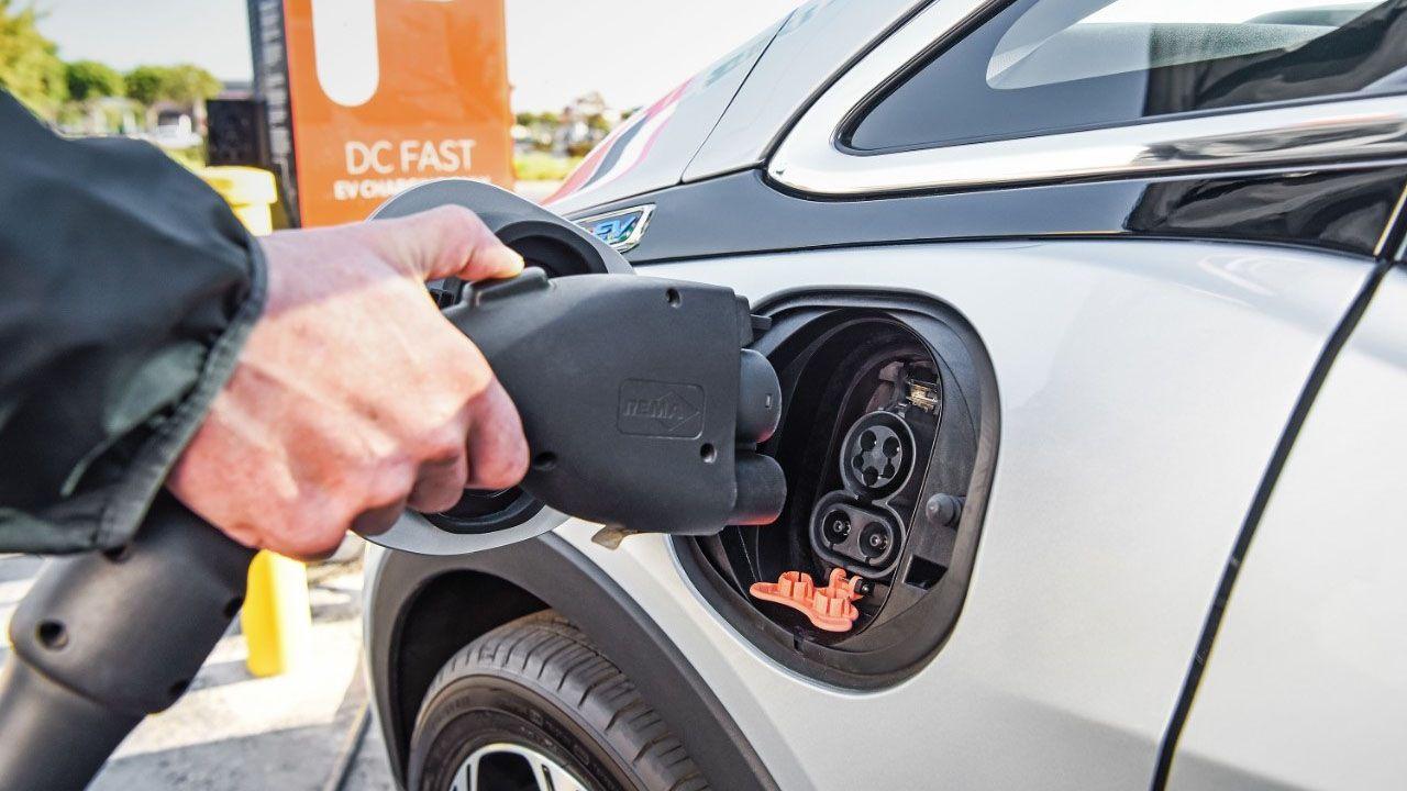 Auto elettrica: la Lombardia è la regione con più punti di ricarica thumbnail