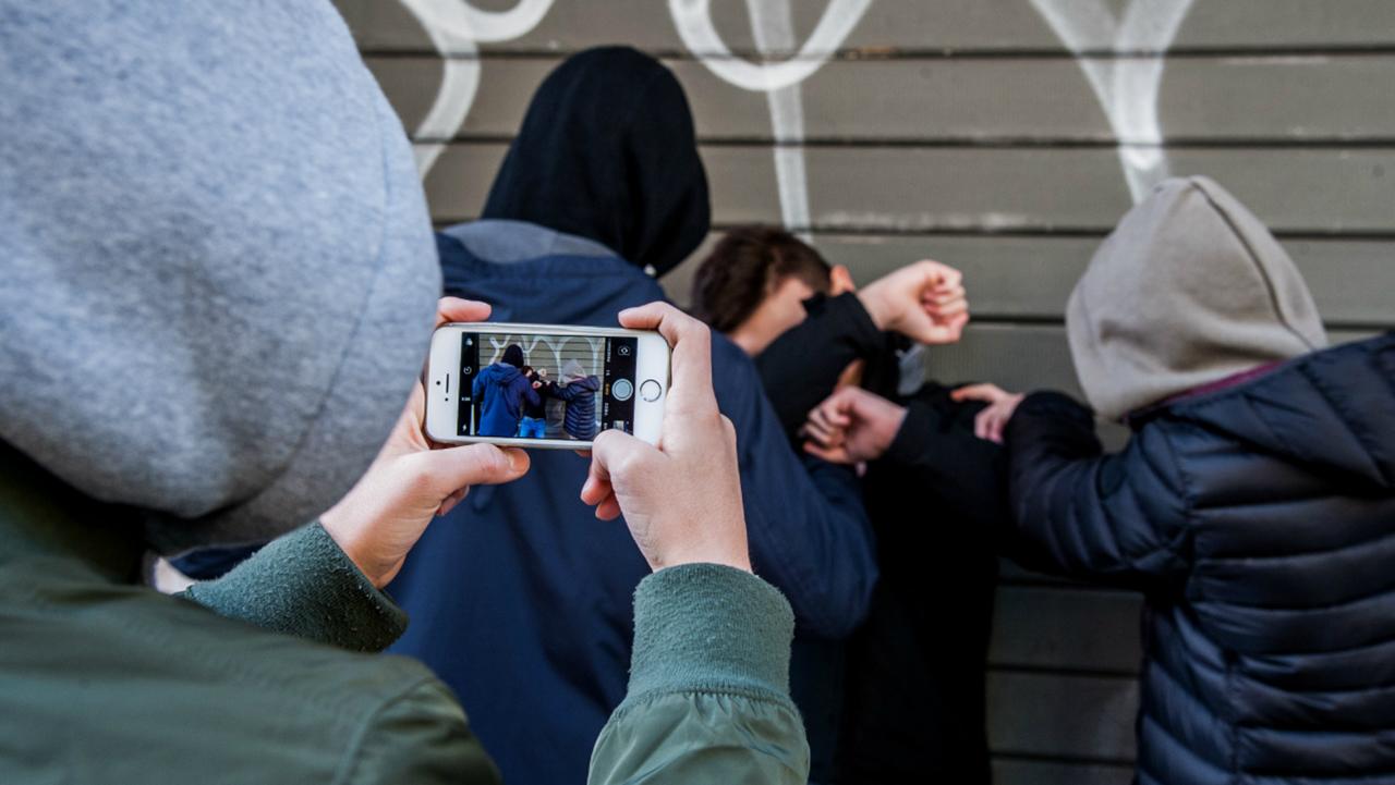 La lotta al cyberbullismo si basa sulla prevenzione e sull'ascolto thumbnail