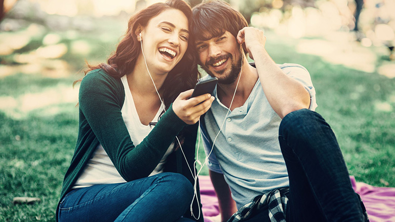 coppia dating facebook ascolta musica