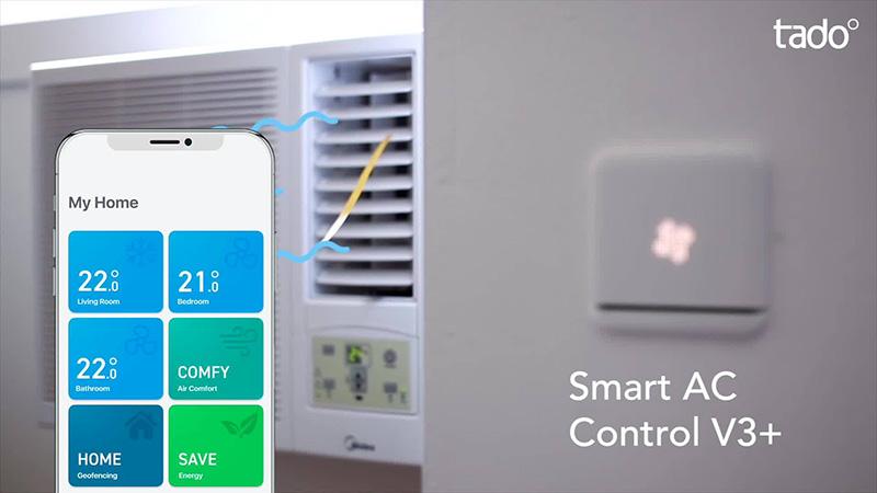 telefono che usa app per controllo temperatura casa