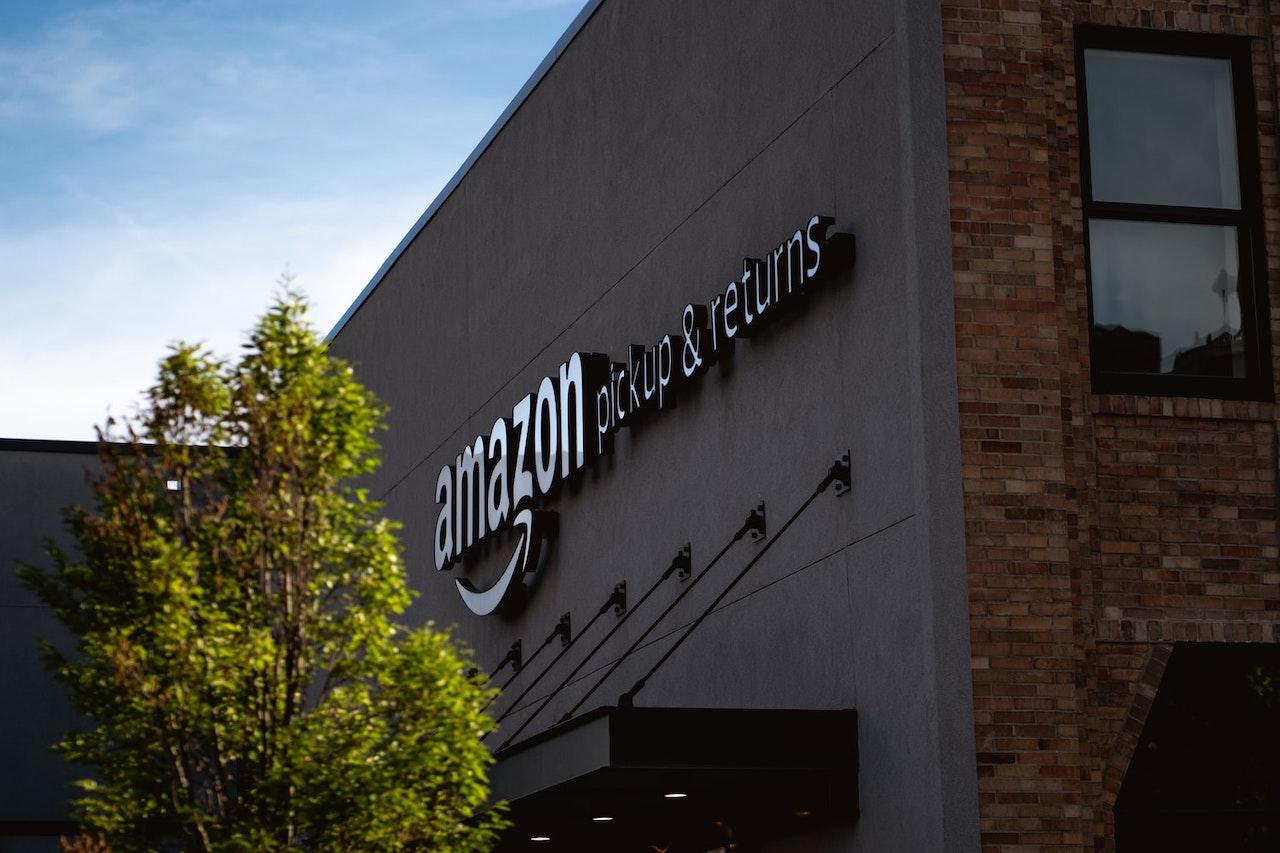 Amazon userà videocamere e IA per monitorare i corrieri thumbnail